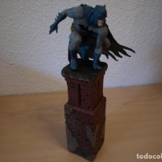 Figuras y Muñecos DC: BATMAN - FIGURA EN RESINA - 26 CENTIMETROS - NUMERADA - 1210 DE 5000. Lote 192674335
