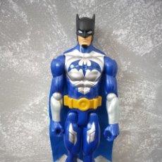 Figuras y Muñecos DC: FIGURA DE ACCION 30 CM DC COMICS BATMAN SERIE TITAN CON CAPA DE TELA. Lote 202266761