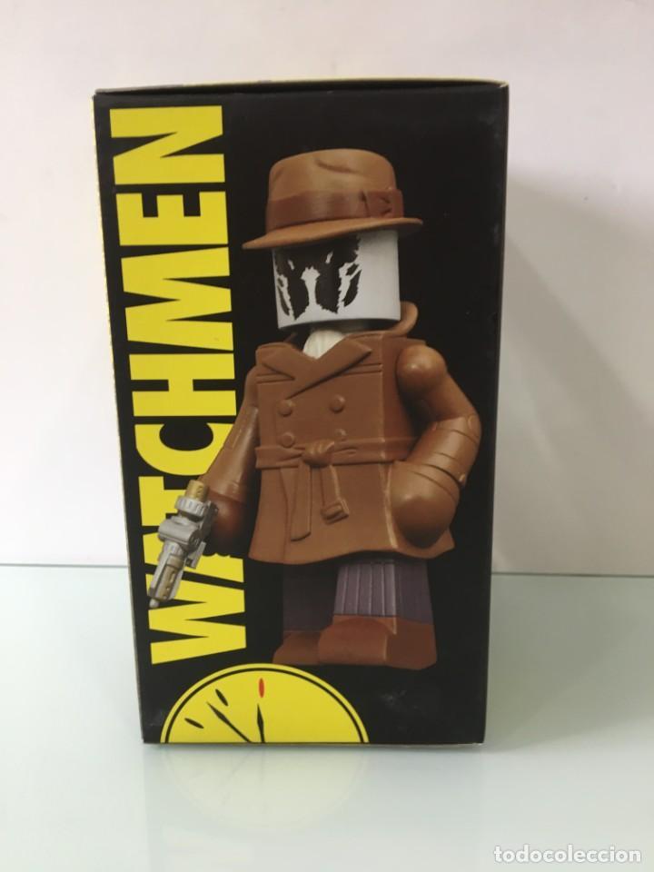 Figuras y Muñecos DC: Figura de vinilo Rorschach Vinimates (12 cm) Watchmen - Foto 9 - 204841245