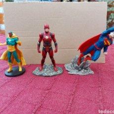 Figuras y Muñecos DC: FIGURA DE ACCIÓN- SUPERMAN, FLASH, VISIÓN LOTE DE 3 FIGURAS DE ACCIÓN MARVEL Y DC /SUPER HEROES. Lote 218592631