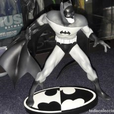 Figuras y Muñecos DC: STATUE BATMAN BLACK AND WHITE BASADA JIM APARO SCULPIDA MIKE LOCASIO FIGURA. Lote 222113236
