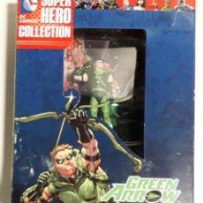Figuras y Muñecos DC: MINIATURA EAGLEMOSS GREEN ARROW SUPER HERO COLLECTION ESCALA 1:21 CAJA CON REVISTA. Lote 231575210