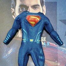 Figuras y Muñecos DC: HOT TOYS-SUPERMAN- LIGA DE LA JUSTICIA-HENRY CAVILL-UNIFORME. Lote 246054610