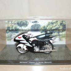 Figuras y Muñecos DC: 2- BATMAN CLASSIC TV SERIES BATCYCLE MOTOR BIKE DC COMICS 1:24 DIE CAST 1/24. Lote 254280135
