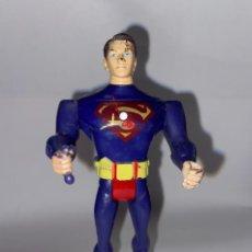 Figuras y Muñecos DC: DC COMICS - FIGURA DE PVC ARTICULABLE DE SUPERMAN - SE LE ILUMINA LA LUZ DEL PECHO DC COMICS. Lote 276176033