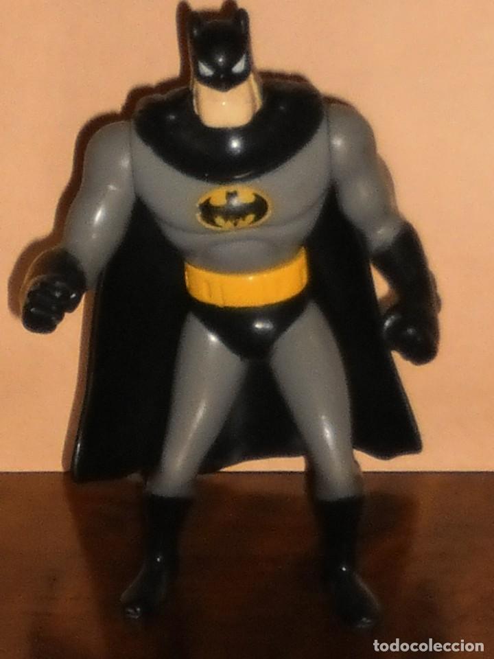 Figuras y Muñecos DC: FIGURA BATMAN (con capa) - DC AÑO 1993 – MACDONALS - Foto 3 - 284615928