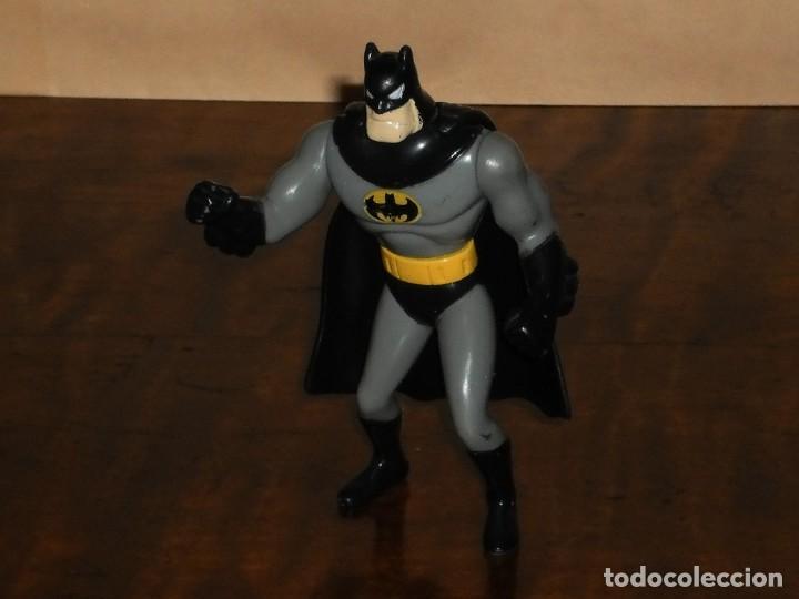 Figuras y Muñecos DC: FIGURA BATMAN (con capa) - DC AÑO 1993 – MACDONALS - Foto 5 - 284615928