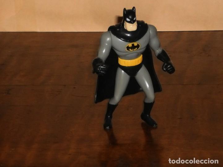 Figuras y Muñecos DC: FIGURA BATMAN (con capa) - DC AÑO 1993 – MACDONALS - Foto 6 - 284615928