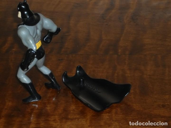 Figuras y Muñecos DC: FIGURA BATMAN (con capa) - DC AÑO 1993 – MACDONALS - Foto 10 - 284615928