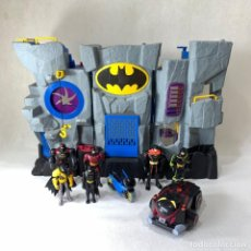 Figuras y Muñecos DC: GRAN BATICUEVA - BATMAN + FIGURAS DE BATMAN - FISHER PRICE - 2007 - MATTEL - MAGINEST W8574. Lote 287678908