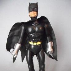 Figuras y Muñecos DC: BATMAN ANTIGUA FIGURA BOOTLEG DE PLASTICO SOPLADO DE 26 CM. Lote 289218253