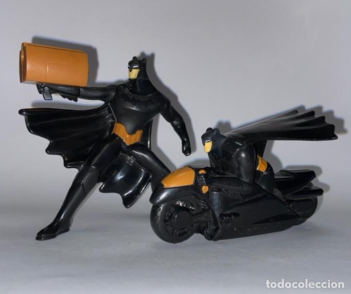 DC COMICS LOTE DE 2 FIGURAS DE BATMAN - BATMAN MOTO A RESORTE (Juguetes - Figuras de Acción - DC)