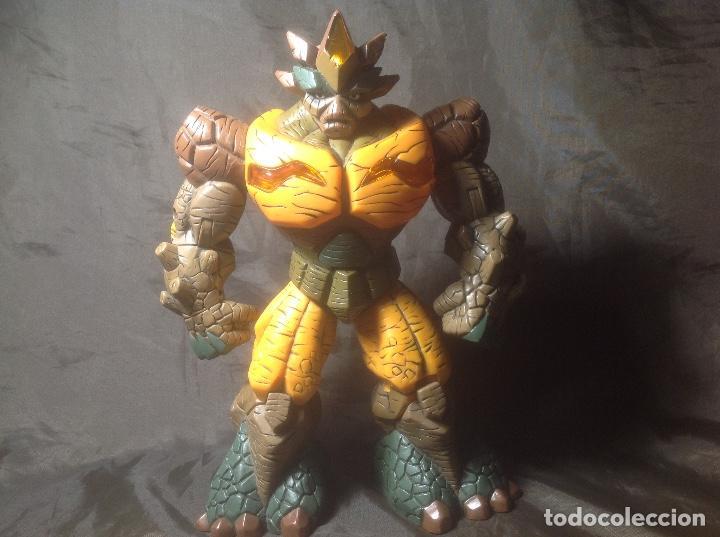 Figuras y Muñecos Gormiti: Figura grande Gormiti 24 cm Talk luces Nick Señor de la Tierra funcionando - Foto 3 - 117908287