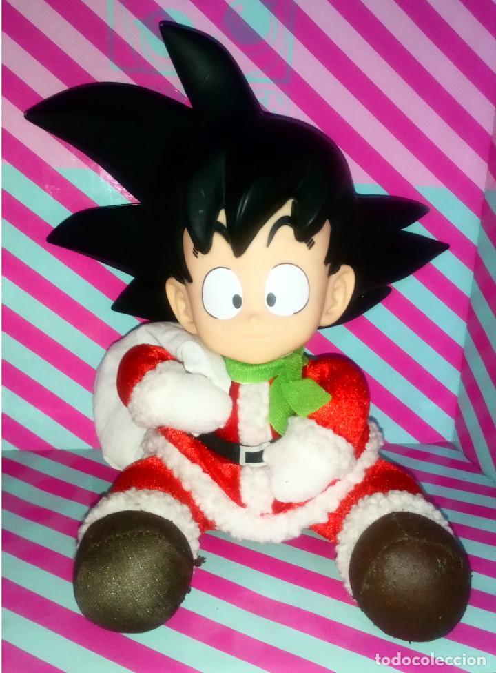 SIMPATICO MUÑECO SON GOKU DE DRAGON BALL, DISFRAZADO DE PAPA NOEL, SANTA CLAUS - BANPRESTO - 2007 (Juguetes - Figuras de Acción - Manga y Anime)