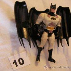 Figuras y Muñecos Marvel: FIGURA DE ACCION BATMAN CON MANTO. Lote 38115451