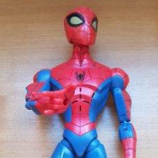Figuras y Muñecos Marvel: == A11 - FIGURA SPIDERMAN - TM2008 MARVEL - APRETANDO UN BOTON HABLA. Lote 118129115