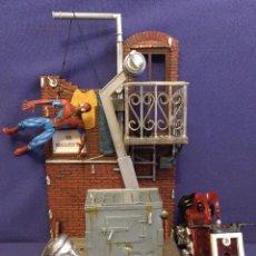 Figuras y Muñecos Marvel: DIARAMA DE SPIDERMAN DE MARVEL,CON MOTO DE REGALO. Lote 125206123