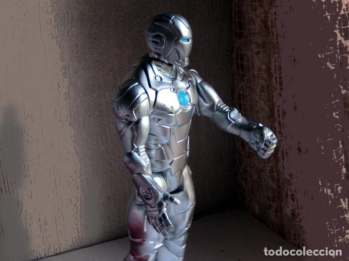 Figuras y Muñecos Marvel: IRON MAN, STELL - MARK II - FIGURA GRANDE, ARTICULADA , EN PVC DE 28,5 cm. 2013 MARVEL ORIGINAL - Foto 2 - 132804170