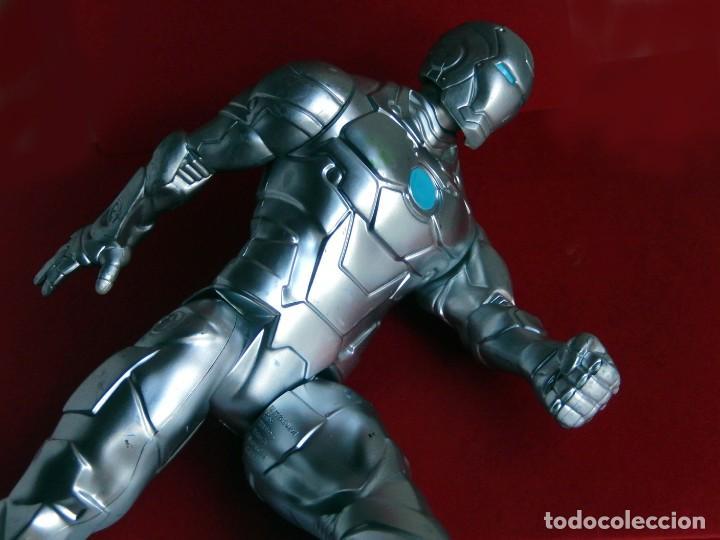 Figuras y Muñecos Marvel: IRON MAN, STELL - MARK II - FIGURA GRANDE, ARTICULADA , EN PVC DE 28,5 cm. 2013 MARVEL ORIGINAL - Foto 3 - 132804170
