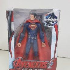 Figuras y Muñecos Marvel: SUPERMAN CON LUZ AVENGERS AGE OF ULTRON DE 17CMS. Lote 143575464