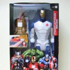 Figuras y Muñecos Marvel: FIGURA IRON MAN + BEAM BLASTER - HASBRO TITAN HERO MARVEL AVENGERS LOS VENGADORES 30 CM 12 PULGADAS. Lote 148621306
