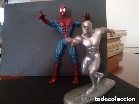 SPIDERMAN 2000 ARTICULADO Y ESTELA PLATEADA 1997 (Juguetes - Figuras de Acción - Marvel)