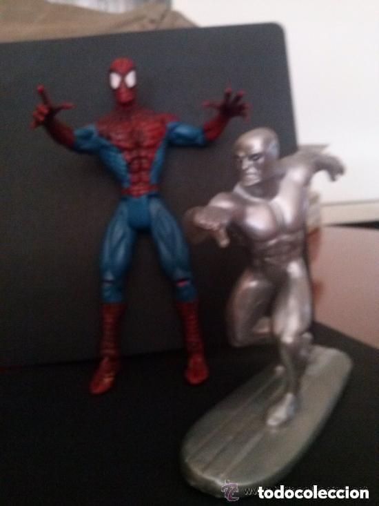 Figuras y Muñecos Marvel: Spiderman 2000 articulado y Estela plateada 1997 - Foto 2 - 191440276