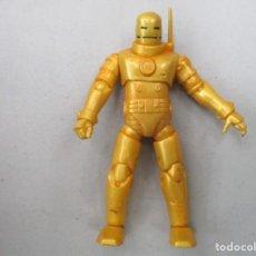Figuras y Muñecos Marvel: MARVEL UNIVERSE - IRON MAN - 1ª ARMADURA - MUY BUEN ESTADO -. Lote 194388550