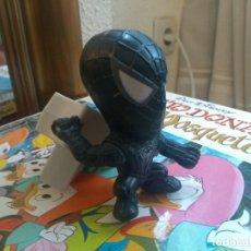 Figuras y Muñecos Marvel: FIGURA SPIDERMAN BLACK SPIDERMAN TRAJE NEGRO - CABEZÓN - CON MECANISMO PARA RECOGER LA RED. Lote 197219272