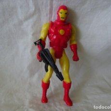 Figuras y Muñecos Marvel: FIGURA MARVEL, IRON MAN CON ARMA, FRANCIA 1984. Lote 212175972