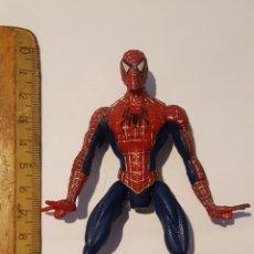 Figuras y Muñecos Marvel: FIGURA SPIDER-MAN (SPIDERMAN) CREO Q ES TOY BIZ - TIENE UN MECANISMO EN LA PARTE TRASERA QUE MUEVE L. Lote 213101831