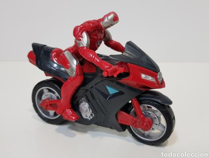 Figuras y Muñecos Marvel: IRON MAN CON MOTO - 2011 MARVEL - HASBRO - MUY BUEN ESTADO - Foto 2 - 229881905