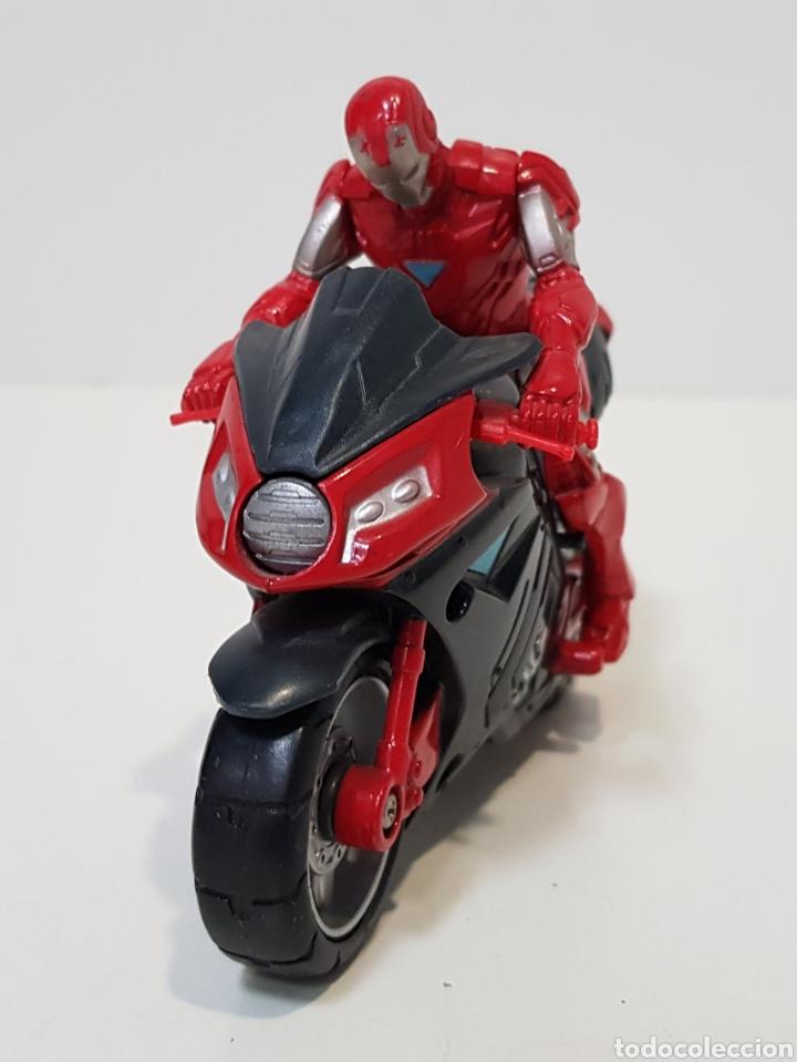 Figuras y Muñecos Marvel: IRON MAN CON MOTO - 2011 MARVEL - HASBRO - MUY BUEN ESTADO - Foto 3 - 229881905