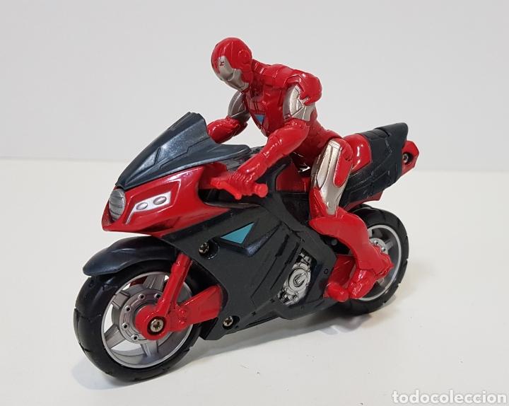 IRON MAN CON MOTO - 2011 MARVEL - HASBRO - MUY BUEN ESTADO (Juguetes - Figuras de Acción - Marvel)