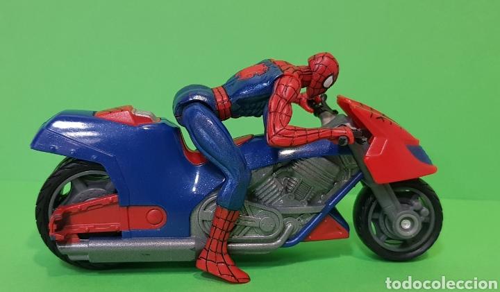 Figuras y Muñecos Marvel: SPIDERMAN CON MOTO DE FRICCIÓN / HASBRO, año 2010 - Foto 4 - 260426085