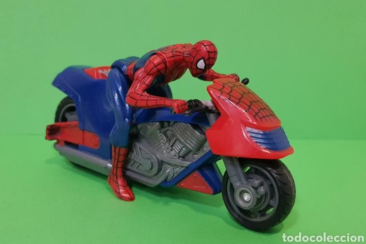 Figuras y Muñecos Marvel: SPIDERMAN CON MOTO DE FRICCIÓN / HASBRO, año 2010 - Foto 5 - 260426085