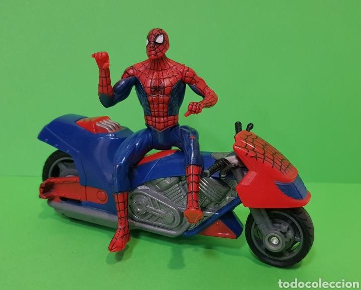 Figuras y Muñecos Marvel: SPIDERMAN CON MOTO DE FRICCIÓN / HASBRO, año 2010 - Foto 6 - 260426085