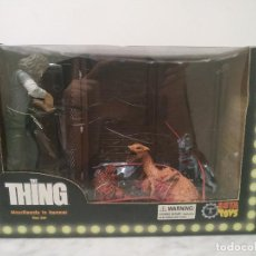 Figuras y Muñecos Mcfarlane: THE THING (JOHN CARPENTER / KURT RUSSELL) FIGURE (2006) --- SOTA TOYS / MACREADY IN KENNEL BOX SET. Lote 213650481