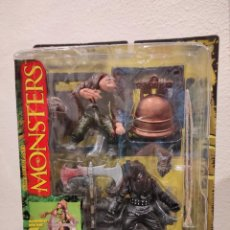 Figuras y Muñecos Mcfarlane: MONSTERS MCFARLANE EL JOROBADO HUNCHBACK PLAYSET -SERIES 1 ONE- NUEVO, EN BLÍSTER, 1997. Lote 234471205