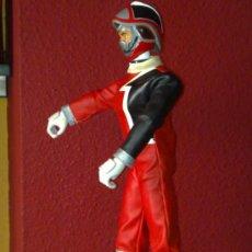 Figuras y Muñecos Power Rangers: SPD POWER RANGERS ROJO DE 22 CM AÑO 2002 DE BANDAI MULTIARTICULADO TRAJE COMPLETO VER FOTOS. Lote 34047366