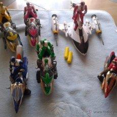 Figuras y Muñecos Power Rangers: LOTE 6 POWER RANGERS CON MOTOS ,BANDAI. Lote 50321042