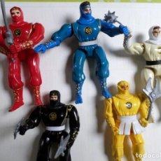 Figuras y Muñecos Power Rangers: LOTE DE CINCO POWER RANGER DE BANDAI 1995. BLANCO, , NEGRO, AZUL , ROJO Y OTRO. Lote 67002142
