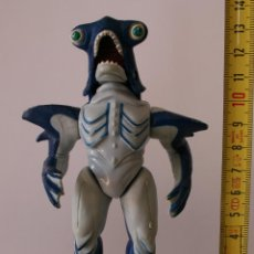 Figuras y Muñecos Power Rangers: POWER RANGERS EVIL SPACE ALIENS KILLER BITE SLIPPERY SHARK. Lote 82319360