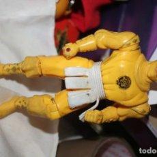 Figuras y Muñecos Power Rangers: MUÑECO AMARILLO POWER BANDAI 1995. Lote 147823678