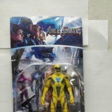 Figuras y Muñecos Power Rangers: SABAN'S POWER RANGERS AMARILLO CON ARMAMENTO. Lote 165452242