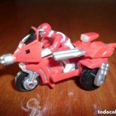 Figuras y Muñecos Power Rangers: FIGURA POWER RANGERS CON MOTO - 2,5 CM DE ALTO. Lote 213683985