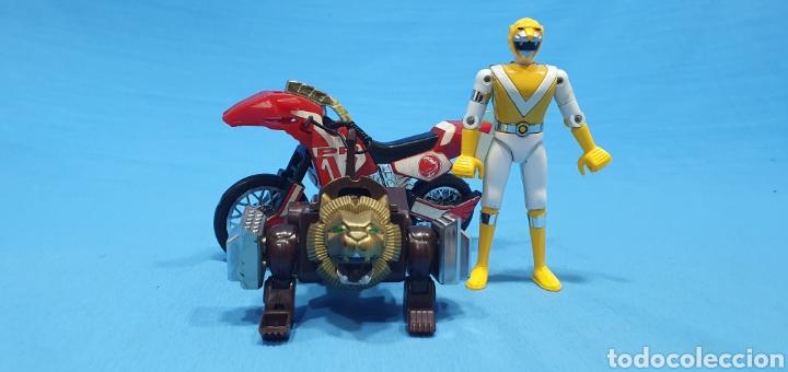 LOTE DE 3 FIGURAS DE POWER RANGERS - BANDAI O BIOMAN LA MOTO ES DEL 94, LA AMARILLA ES METALICA 1988 (Juguetes - Figuras de Acción - Power Rangers)
