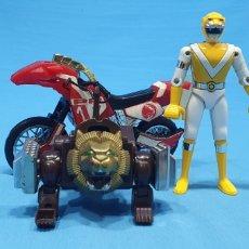 Figuras y Muñecos Power Rangers: LOTE DE 3 FIGURAS DE POWER RANGERS - BANDAI O BIOMAN LA MOTO ES DEL 94, LA AMARILLA ES METALICA 1988. Lote 219467660