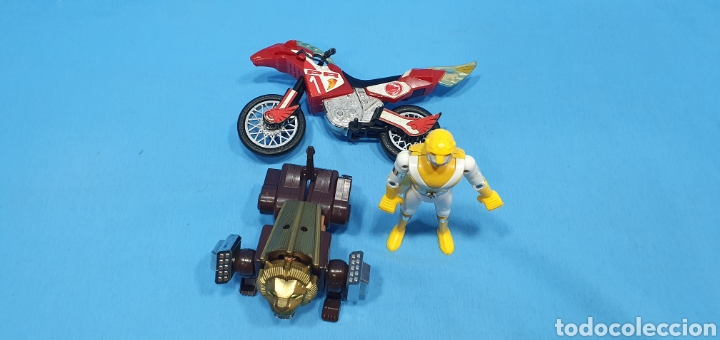 Figuras y Muñecos Power Rangers: LOTE DE 3 FIGURAS DE POWER RANGERS - BANDAI O BIOMAN LA MOTO ES DEL 94, LA AMARILLA ES METALICA 1988 - Foto 2 - 219467660