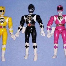 Figuras y Muñecos Power Rangers: CINCO FIGURAS POWER RANGERS ARTICULADAS CON ACCION TRASERA BANDAI AÑOS 90. Lote 227066000